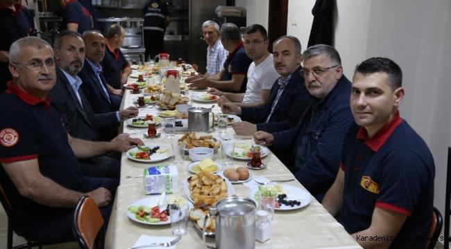 Başkan Metin, İtfaiyecilerle Sahur Yaptı