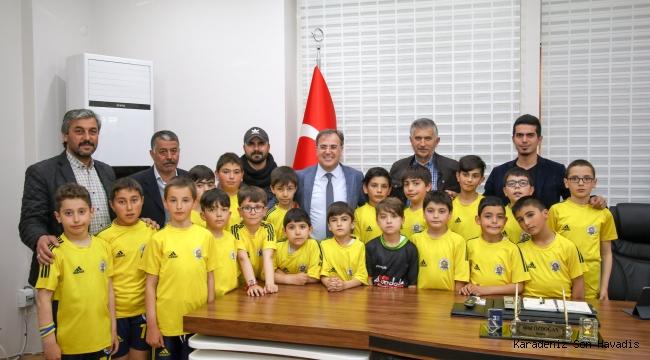 ERCİYESSPOR'LU MİNİKLER, BAŞKAN BİLAL ÖZDOĞAN'I ZİYARET ETTİ