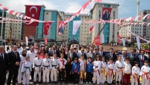 Rize'de 19 Mayıs Atatürk'ü Anma, Gençlik ve Spor Bayrımının 100. Yılı Kutlandı