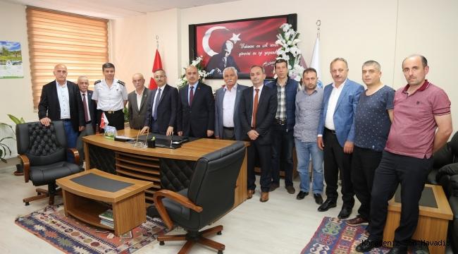 Vali Kemal Çeber, Rize İl Muhtarlar Derneğini ziyaret etti