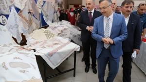 Vali Kemal Çeber, Yıl Sonu El Sanatları Sergisinin Açılışını Yaptı