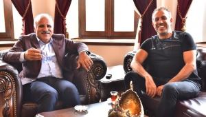 Haluk Levent, Zorluoğlu'nun çay davetine icabet etti