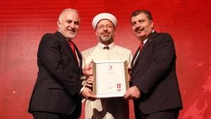 Kızılay bağışçılarına törenle madalya verdi
