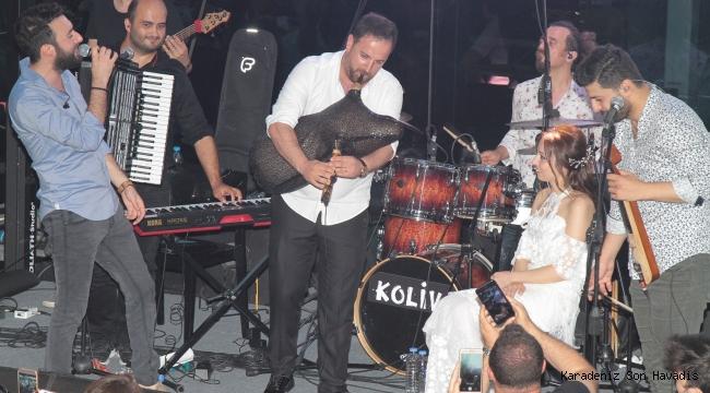 Koliva'nın konserinde gelin damat sürprizi!