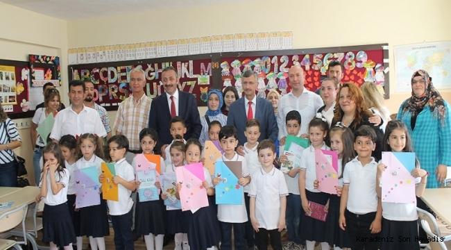 Vali Erdoğan Bektaş Karne Dağıtım Törenine Katıldı