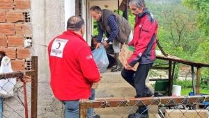 Kızılay'dan Düzce'deki selzedelere yardım