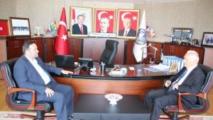 Dışişleri Eski Bakanı Yakış'tan, Başkan Yanmaz'a Ziyaret