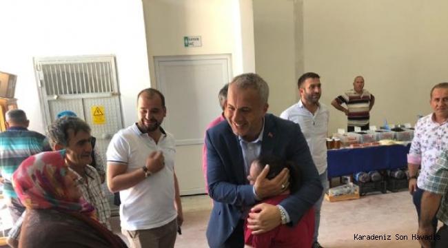 Hendek Belediye Başkanı Turgut Babaoğlu, Yeşilyurt Pazar Yeri'ni ziyaret ederek esnaf ve vatandaşlarla bayramlaştı.