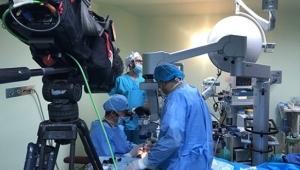 Dünyaya 'naklen ameliyat' gerçekleşti! Türk cerrahisi sesini duyurdu