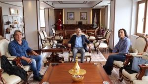 TRT Ankara Radyosu Sanatçıları Vali Kemal Çeber'i Ziyaret etti.
