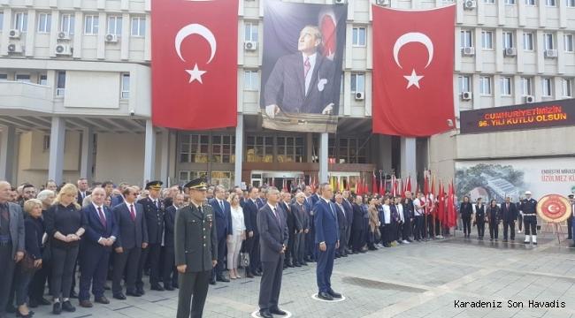 Zonguldak'da Cumhuriyetin Kuruluşunun 96. Yılı Kutlama Programı Çelenklerin Sunulmasıyla Başladı