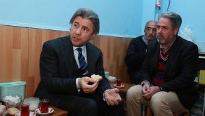 Kültür ve Turizm Bakan Yardımcısı Misbah Demircan çay ocağında vatandaşlarla çay içti.