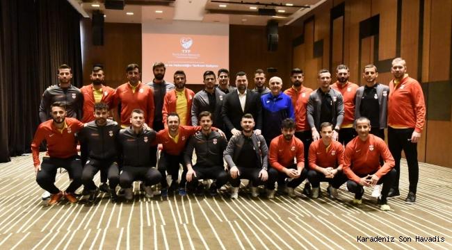 Profesyonel Futbolcular için Aday Hakem Kursu yapıldı