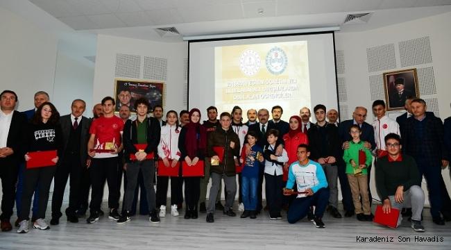 Uluslararası Başarı Elde Eden Öğrenciler Ödüllendirildi