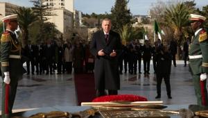Cumhurbaşkanı Erdoğan, Cezayir'de Şehitler Abidesi'ni ziyaret etti