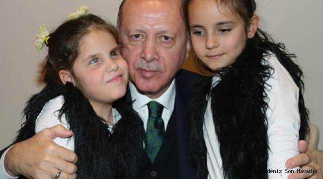 Cumhurbaşkanı Erdoğan, görme engelli öğrencileri kabul etti