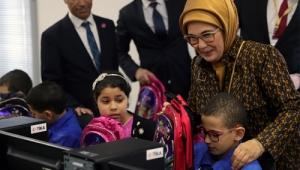 Emine Erdoğan Cezayir'de bilgisayar laboratuvarı açtı