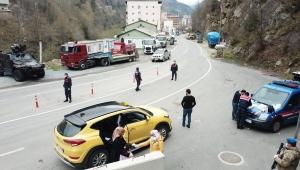 Rize' de Kontroller Esnasında Yüksek Ateş Tespit Edilen 5 Kişi Ev İzolasyonuna Gönderildi