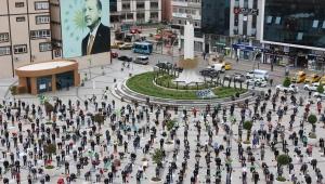 Rize'de Sosyal Mesafe Kurallarına Uyularak Cuma Namazı Kılındı
