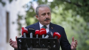 TBMM BAŞKANI ŞENTOP, MECLİS'TE GAZETECİLERİN SORULARINI YANITLADI