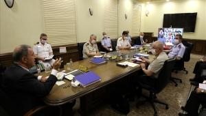 Bakan Akar Video Konferans Yöntemiyle Birlik Komutanlarıyla Toplantı Yaptı