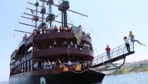 Akçakoca Belediyesi'ne ait gezi teknesi Karadeniz turlarına başladı