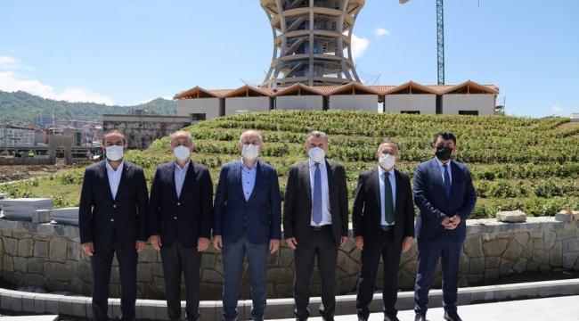 Bakan Karaismailoğlu,Rize Belediyesi'ni ziyaret etti