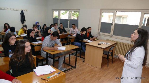 Büyükşehir Belediyesi Dershanesinde eğitime devam ediliyor