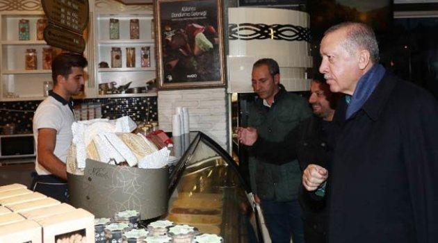 Cumhurbaşkanımız Erdoğan, Beylerbeyi'nde bir pastaneye girerek alışveriş yaptı