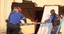 Depremle sarsılan Samsat'ta 75 konutta hasar tespit edildi!