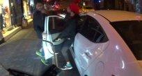 Bitmeyen kavga…  Arabada başladı, sokağa sıçradı!