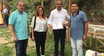 Başkan adayı Erol Çivici'ye teşekkür belgesi takdim edildi.