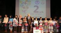 Kitap kurdu öğrencilere ödülleri verildi